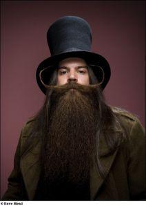barbe-et-moustache-volumineuse